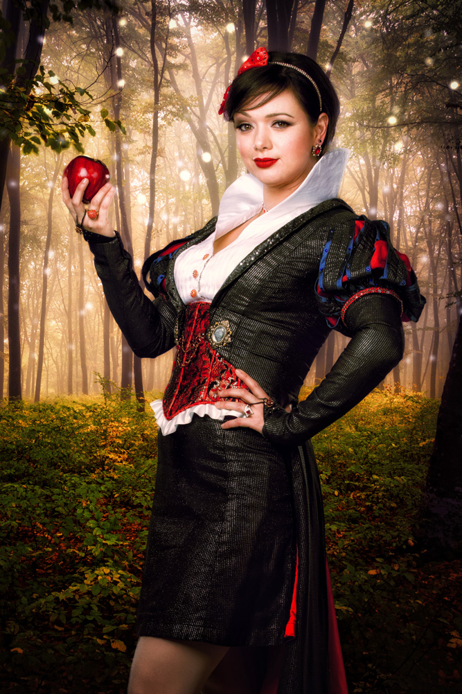 Michelle Knight as Snow White_credit Matthew Murphy